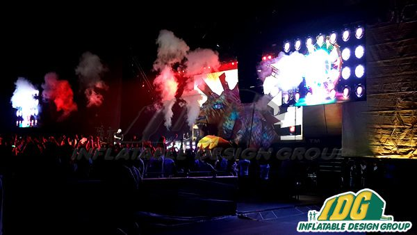 Amazing GIANT Lion Inflatable for Life in Color Tour 4