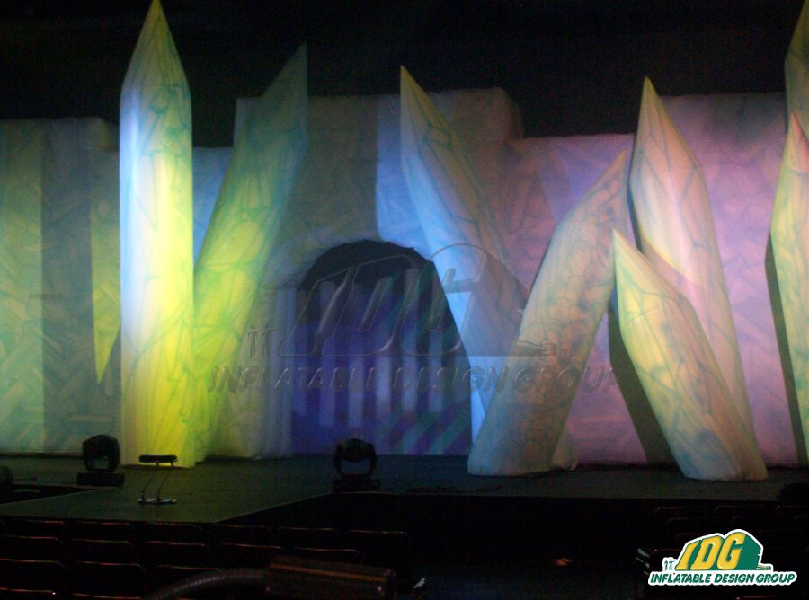 Make Your Way Down the Runway with Fashionable Stage Props 3
