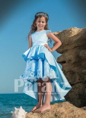 High-low printed satin dress with smooth and elegant bodice