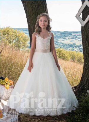 Sleeveless satin-sheer bodice white flower appliquéd long tulle skirt dress