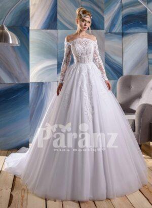 Major white flower appliquéd high volume tulle skirt royal wedding gown