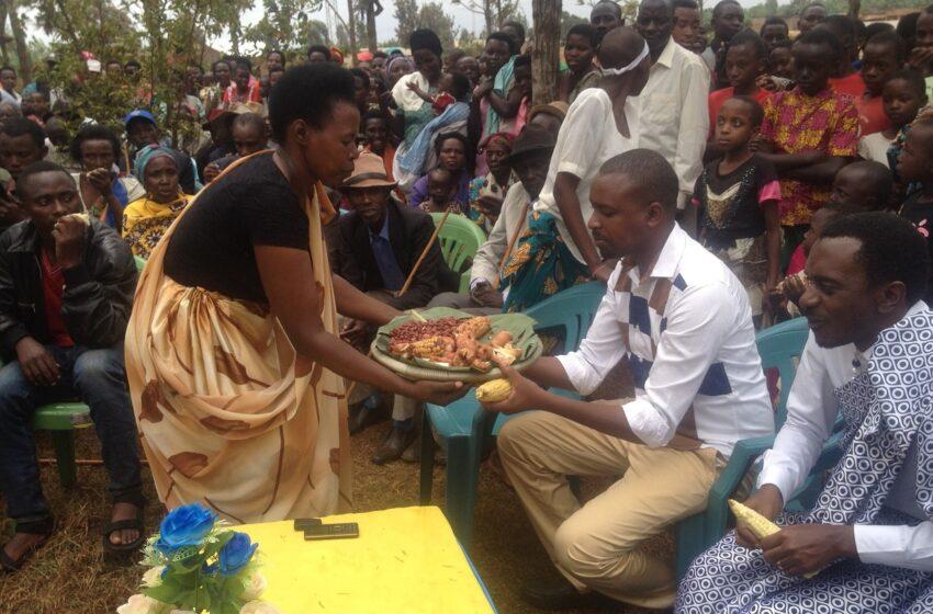 Umuganura ugiye kwizihirizwa mu muryango, Abanyarwanda bagashishikarizwa kuganuza abo COVID-19 yashegeshe
