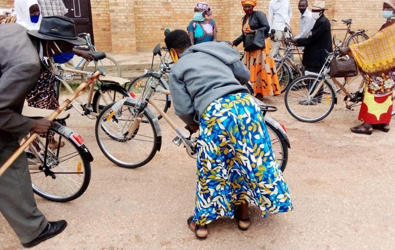 Sinshaje cyane ku buryo ntakurira igare ngo ndinyonge- Umwunzi w'imyaka 57 wahawe igare
