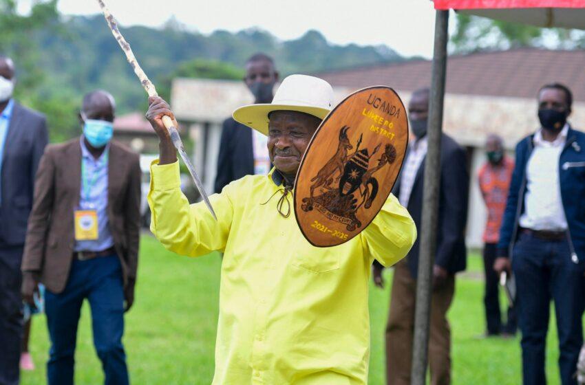 Uganda: Museveni yatangiye kwiyamamariza indi manda, yari afite icumu n'ingabo