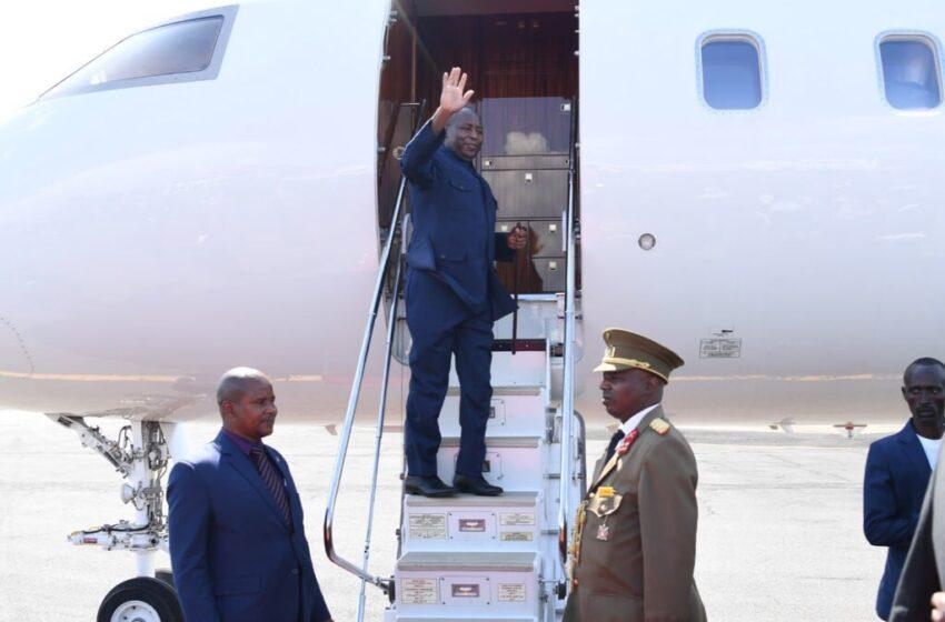 Amafoto: Ndayishimiye yongeye kurira indege ajya mu nama y'Abaperezida muri Gabon