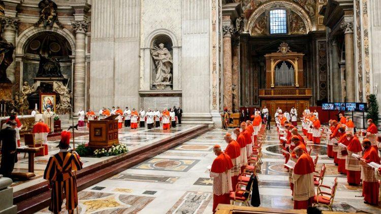 Aba Cardinals 13 bashya barimo na Kambanda bahawe umugisha na Papa Benedigito XVI