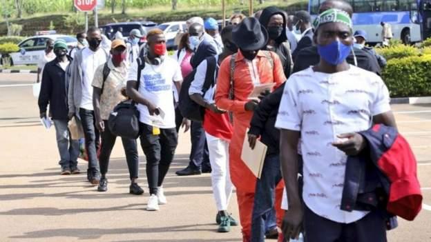 Impunzi 159 zasubiye i Burundi ziri kumwe n'Umuyobozi wa UNHCR wari wasuye u Rwanda
