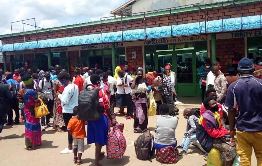 Muhanga: Imodoka zitwara abagenzi zabaye nke ugana i Kigali agasabwa kwishyura Frw 5 000