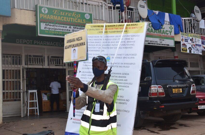 Kigali: Umusore waretse gutwara moto akajya kurwanya Coronavirus abantu baramubabaza