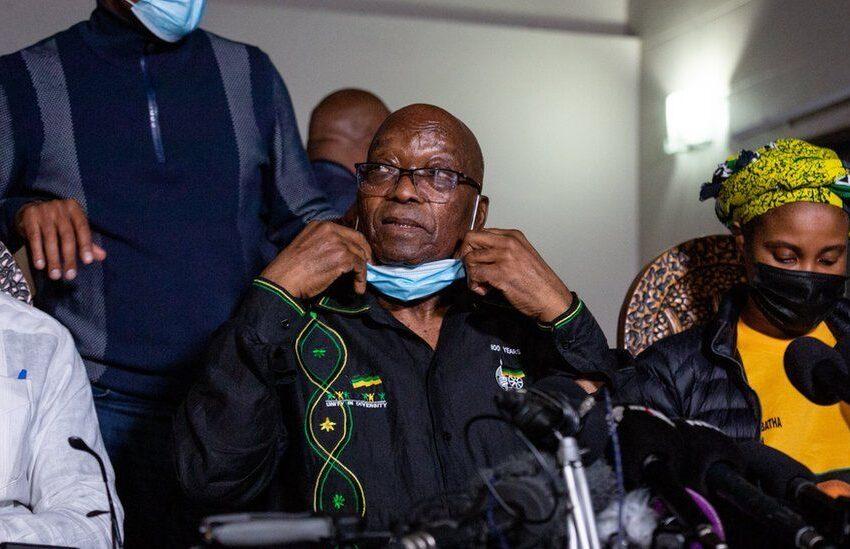 Jacob Zuma wabaye Perezida wa Africa y'Epfo yijyanye kuri Polisi ngo imufunge
