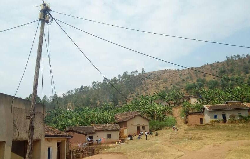 Muhanga:Abaturiye urugomero bavuga ko umuriro bahawe wabavanye mu bwigunge ariko udafite ingufu