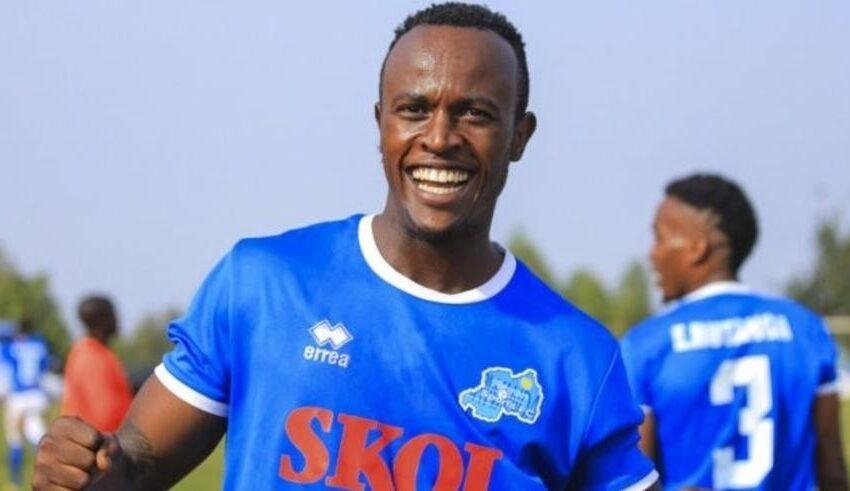 Niyonzima Olivier Sefu arakomanga ku muryango winjira muri Rayon Sports
