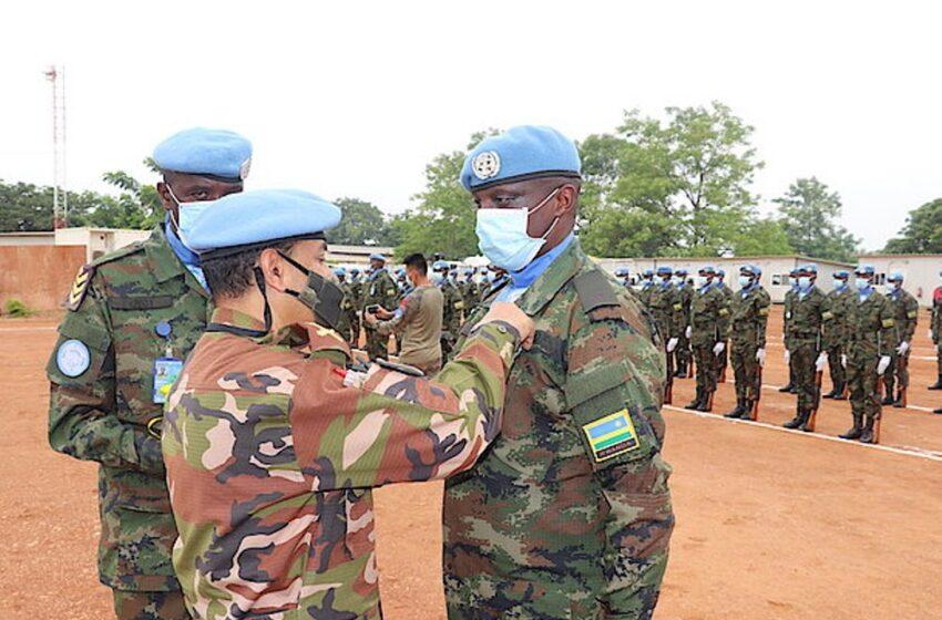 Abasirikare b'u Rwanda bari mu butumwa bw'amahoro muri Sudani y'Epfo bambitswe imidari