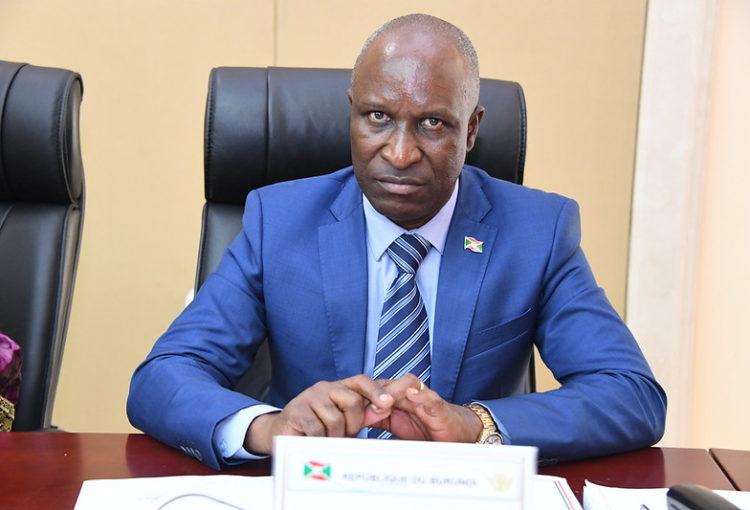 Nta muntu uzaza gukubita umuziki mu Burundi avuye mu Rwanda- Minisitiri Ndirakobuca