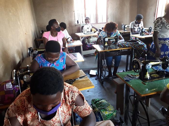 Kigali: Abagore n'abakobwa bahombejwe na Covid-19 barasaba inkunga yo kubazahura
