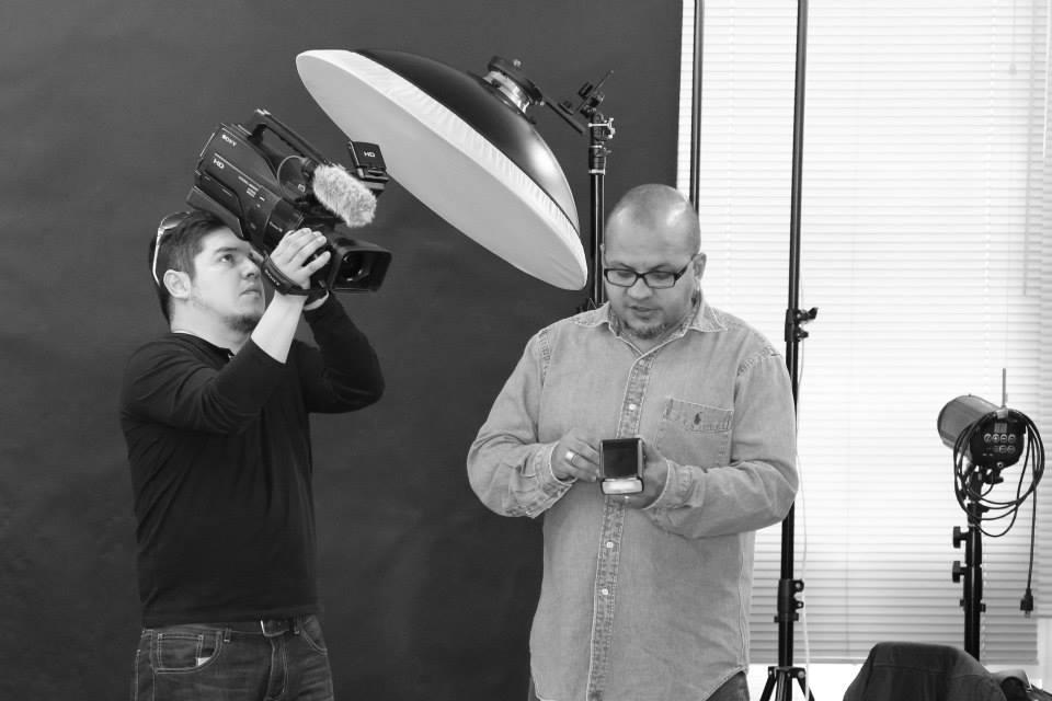 O palestrante Leandro Nunes (à direita) é especialista em flash dedicado e transmite seus conhecimentos no Congresso Brasileiro de Fotografia 2015   Foto: Marcio Uda