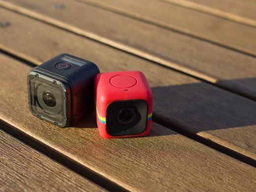 A GoPro Session e a Polaroid Cube lado a lado em foto do DP Review