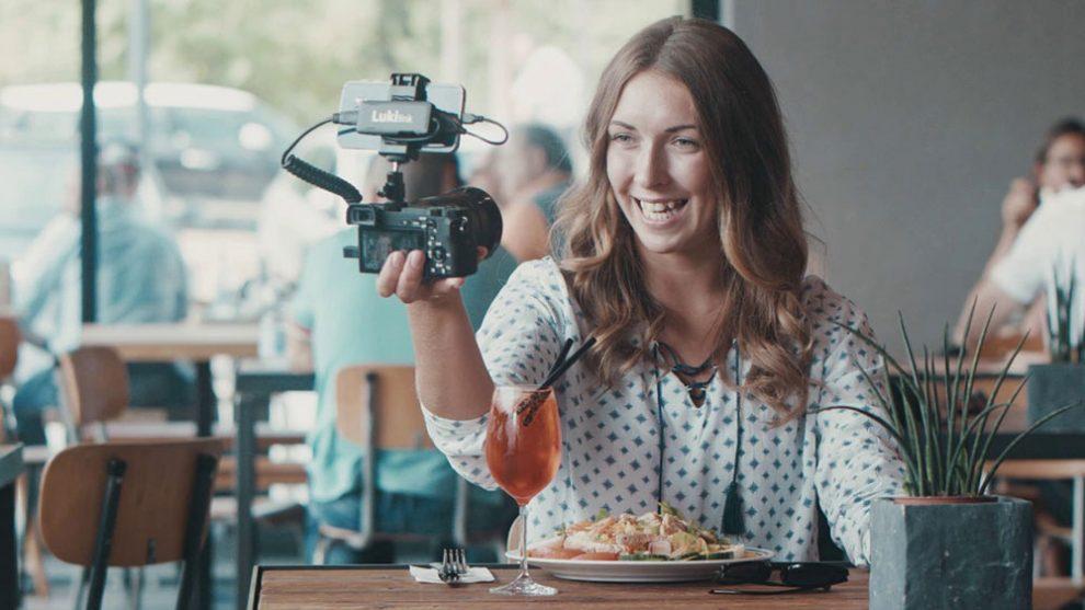 acessório permite usar celular como monitor externo em câmera fotográfica