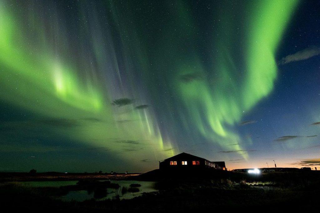 Hotel na Islândia paga passagens aéreas e dá um mês de estadia em troca de fotos da Aurora Boreal