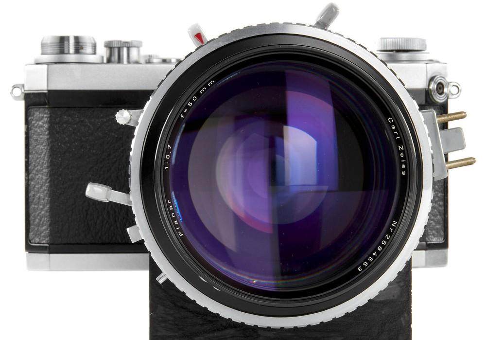 A lente com a maior abertura na história da fotografia - Carl Zeiss 50mm Planar F/0.7