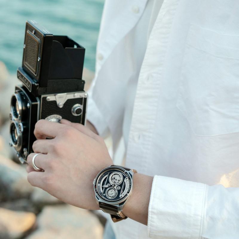 Empresa lança relógio inspirado em câmeras reflex de 1920