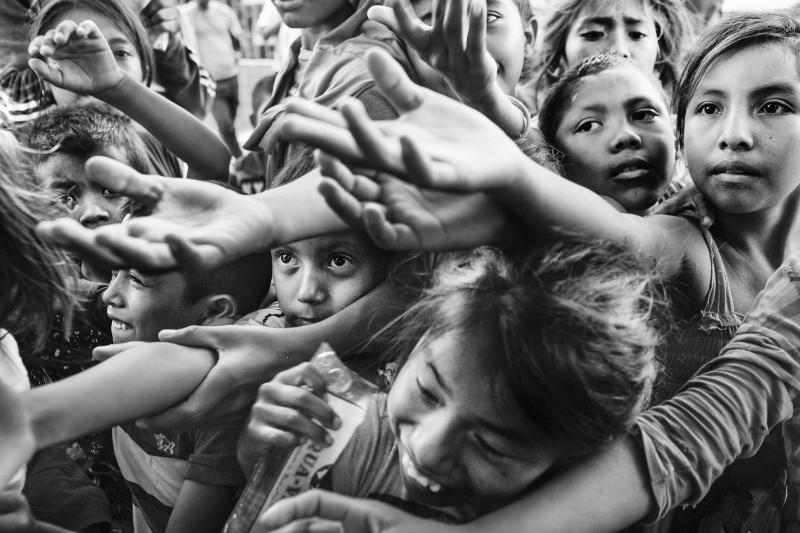 Inscrições gratuitas para concurso de fotografia com prêmio de R$ 40 mil, uma câmera Leica e viagem a Espanha -  Prêmio InternacionaldeFotografia Humanitária Luis Valtueña