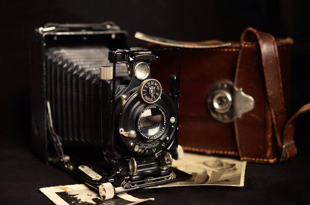 Você pode ser preso se levar ou olhar fotos de câmeras antigas (vintage) durante voo de avião
