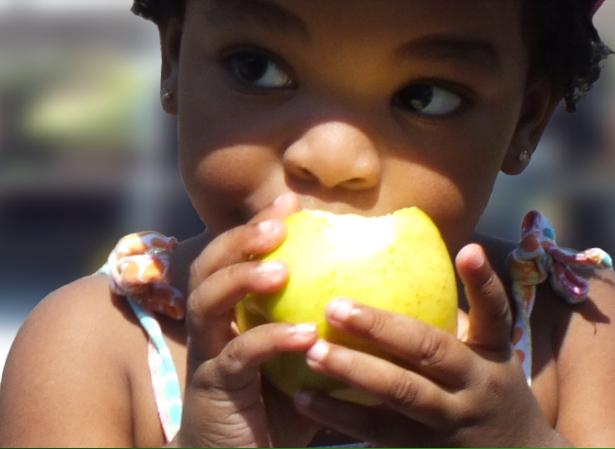 cute-kid-eating-apple
