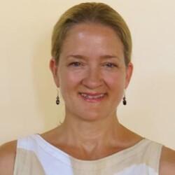 Leslie Carothers-Aromaa, Mentor