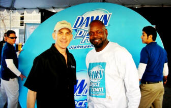 Football legend Emmitt Smith poses with Tim Vittetoe in front of the Largest Dish Ever Washed