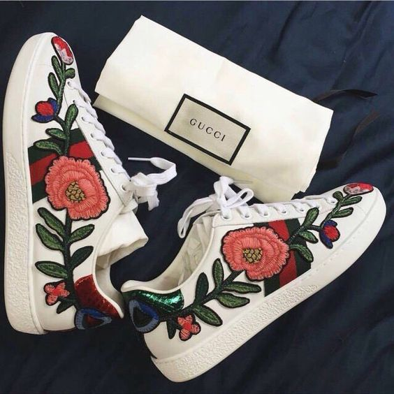 MY FAVE MUST HAVE: «SNEAKERS»