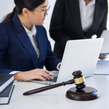 Here is a brief guide of the top 6 steps to take to become a lawyer.