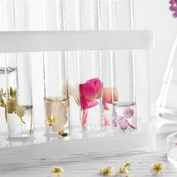 Create your own fragrances at home with this interesting method!