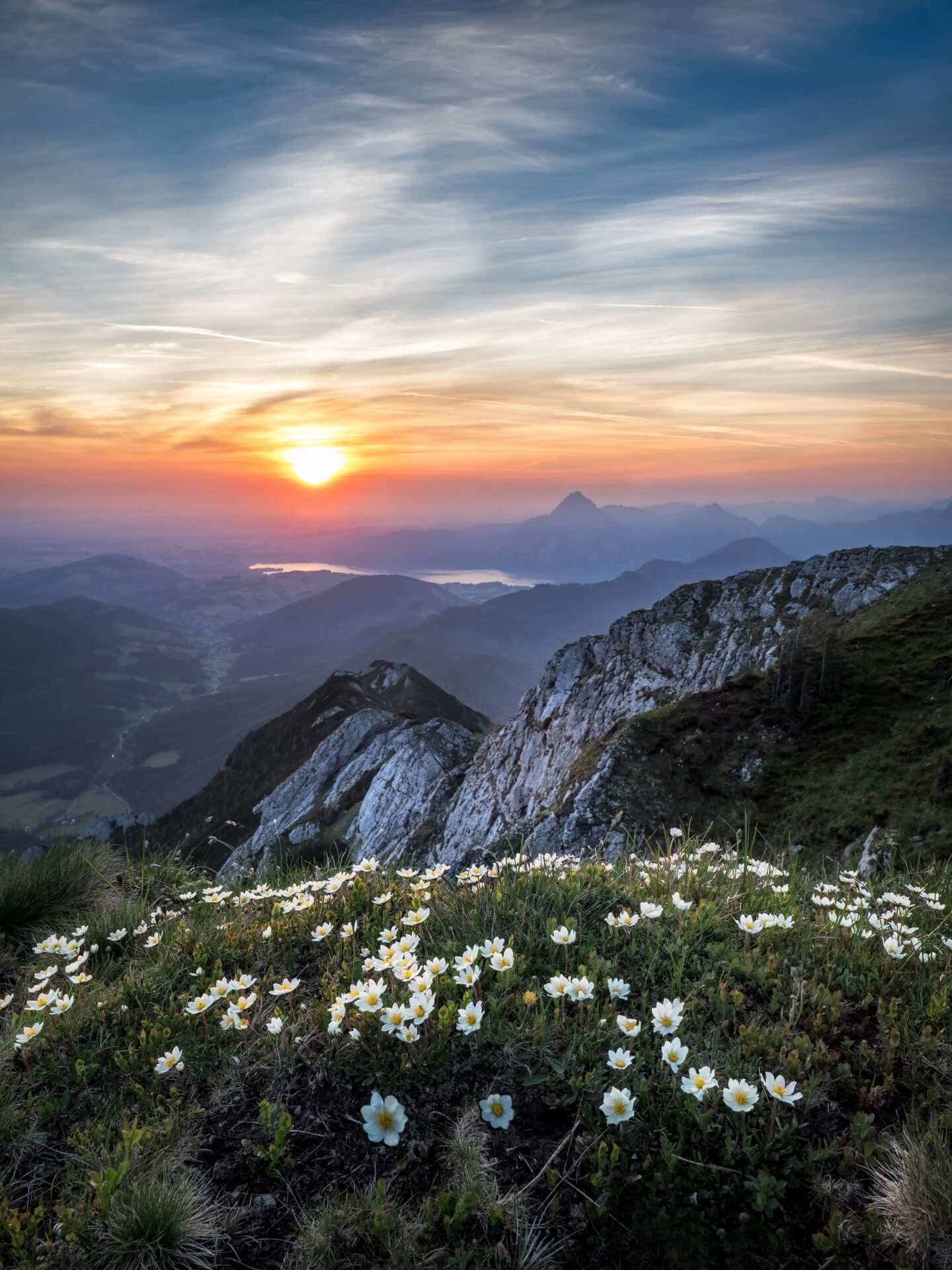 scenic-view-of-mountains-during-dawn-1266810
