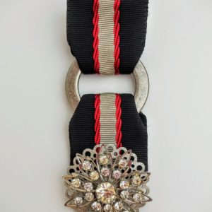 Queenie Brooch in Black & Red No. 2