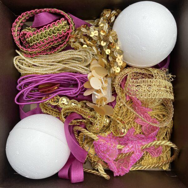 Trim Queen Ornament Kit