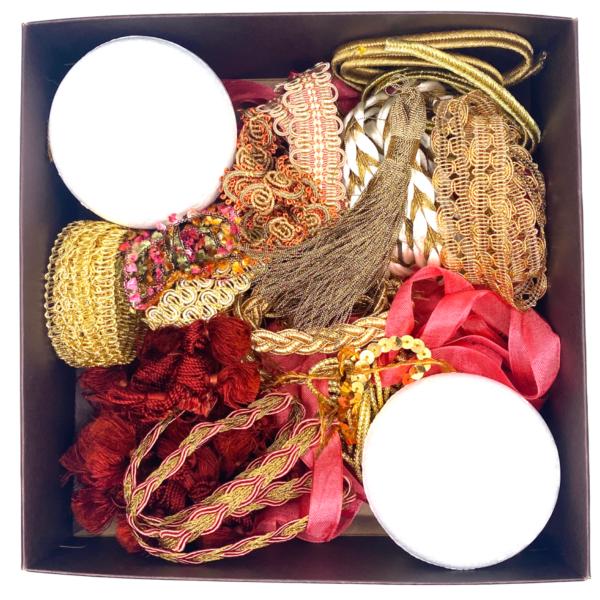 Trim Queen Vintage Coral Ornament Kit