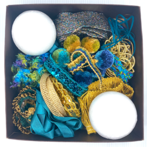 Trim Queen Peacock Ornament Kit