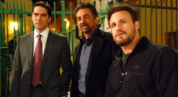 Motley Crew - Thomas Gibson and Joe Mantegna with Andrew on set