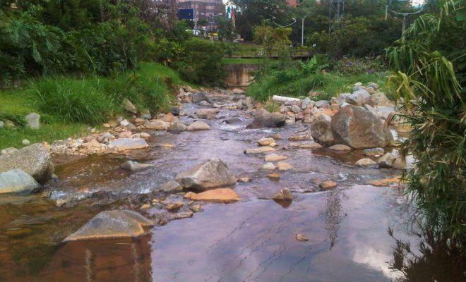 Esfera Viva, agua, canales, conectividad ecológica, fuentes hídricas, ingeniería fluvial, paisaje urbano, paisajismo, quebradas, ríos urbanos, sostenibilidad, urbanismo, Medellin