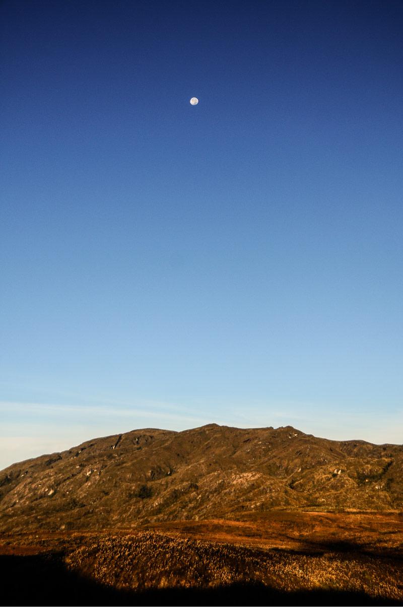 fotografía, luna, alto de campanas, estrellas, fotografía, historia ambiental, relato, Páramo del sol, Antioquia, Urrao, Páramo de frontino, senderismo, Colombia, páramo, laguna, bosque, Esfera Viva, destinos ecoturísticos, ecoturismo,