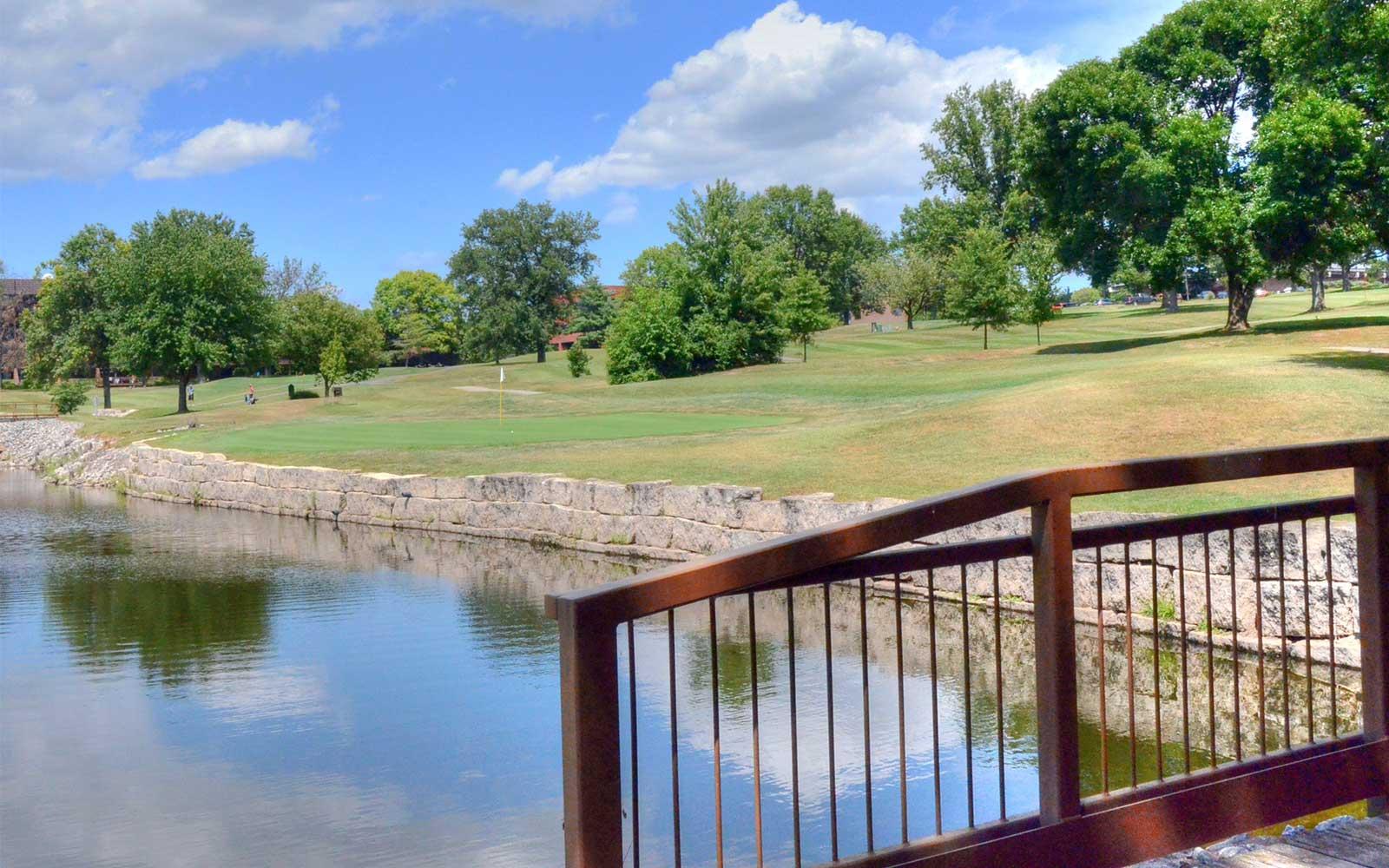 Creve-Coeur-Golf-Course,-St-Louis,-MO-Wall