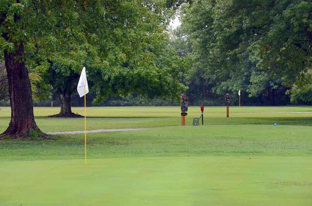 Lockwood-Municipal-Golf-Course,-Lockwood,-MO-Flags