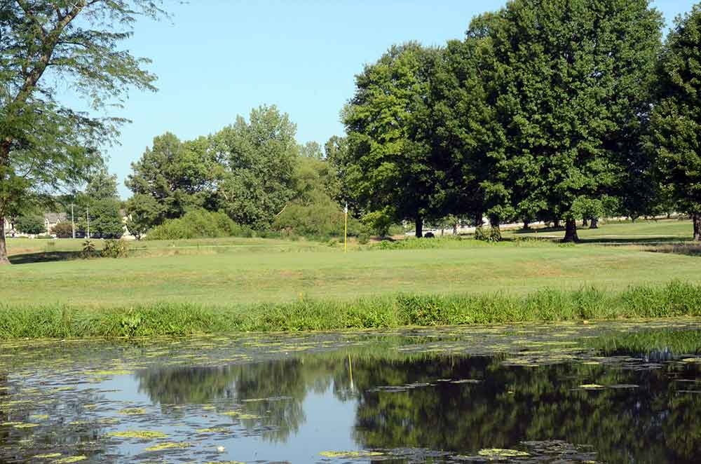 Minor-Park-Golf-Course,-Kansas-City,-MO-Reflection