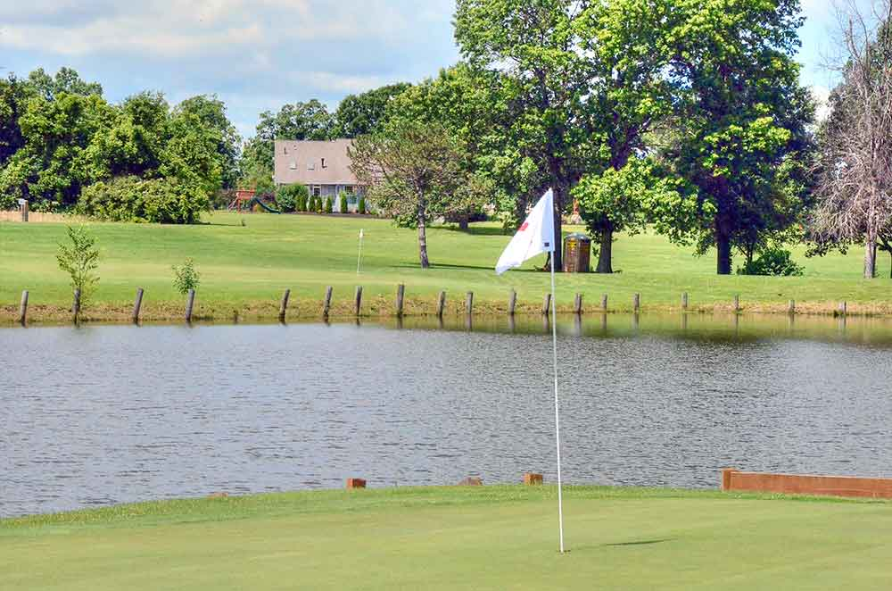Montgomery-County-Golf-Club,-Montgomery-City,-MO-Lake
