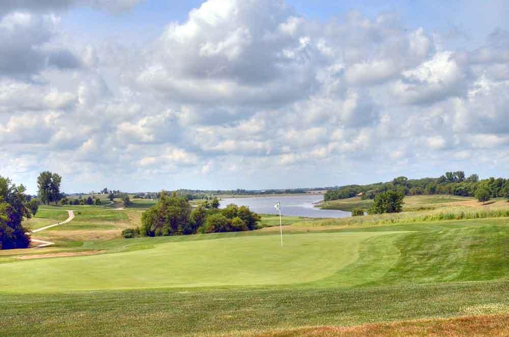 Mozingo-Lake-Recreational-Park-Golf-Course,-Maryville,-MO-Chip