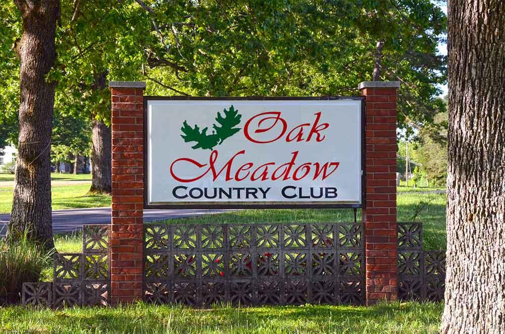 Oak-Meadow-Country-Club,-Rolla,-MO-Signdf