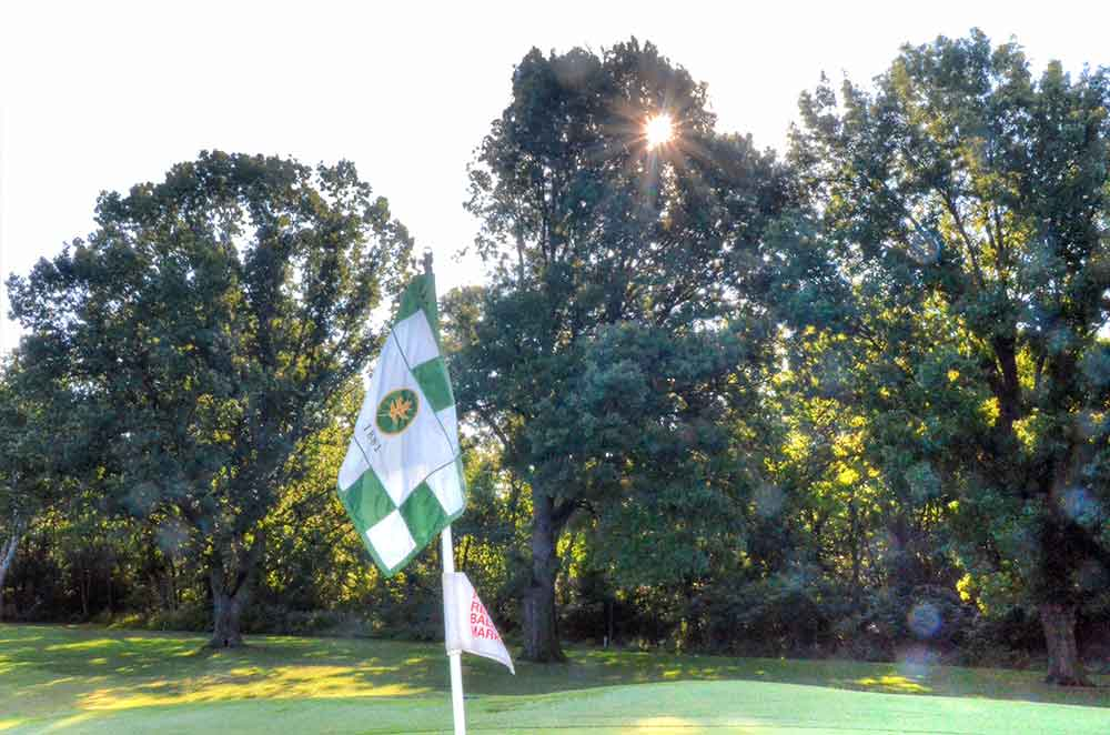 Oakwood-Country-Club,-Kansas-City,-MO-Flag