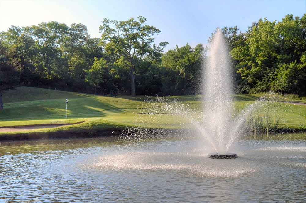 Oakwood-Country-Club,-Kansas-City,-MO-Fountain