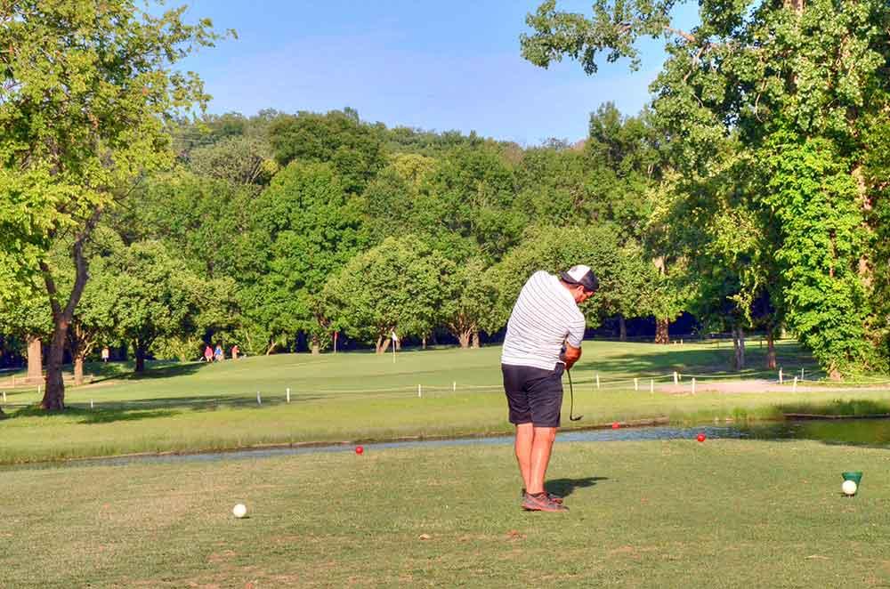 Riverside-Golf-Course,-St-Louis,-MO-Drive